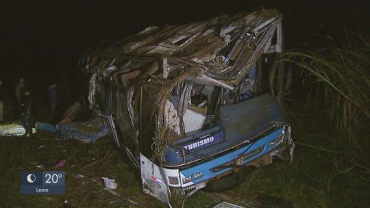 Ônibus de acidente com 3 mortes em Vargem Grande do Sul estava com pneu careca e sem tacógrafo