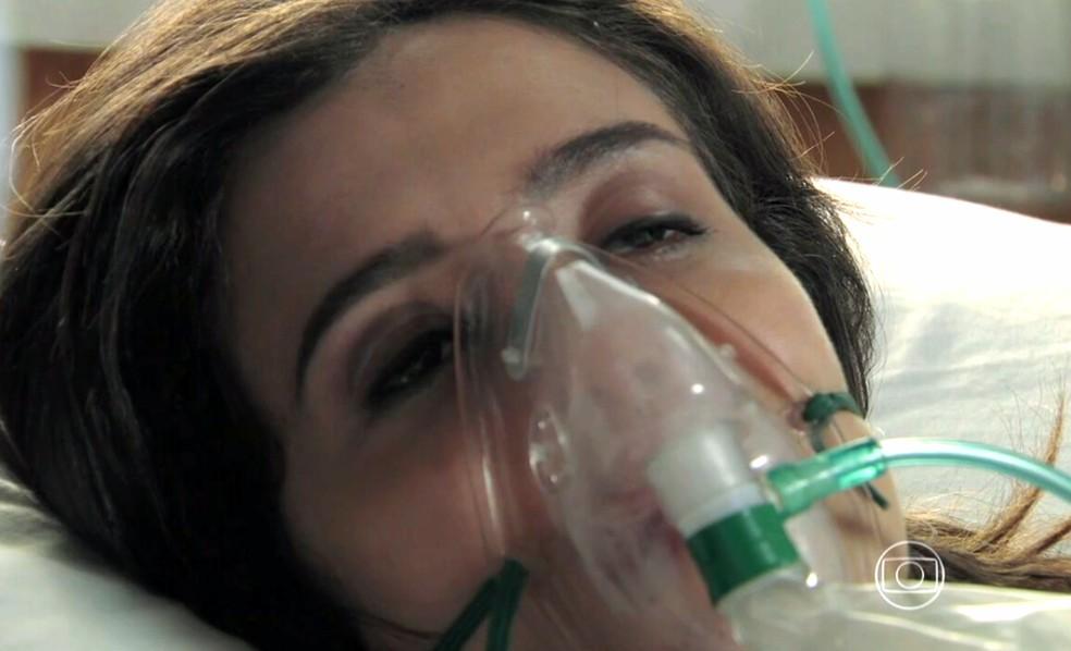 Cora (Marjorie Estiano) se esforça para revelar o que sabe sobre Maurílio (Carmo Dalla Vecchia) - 'Império' — Foto: Globo