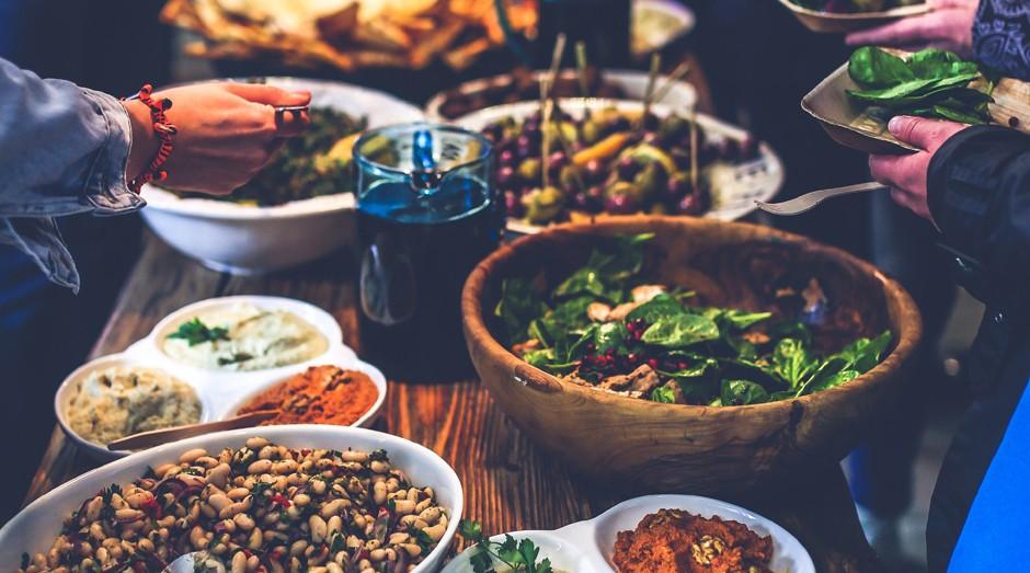 Salada, vegetariano, buffet (Foto: Pexels)