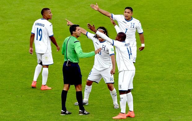 Honduras reclamação gol França (Foto: AFP)