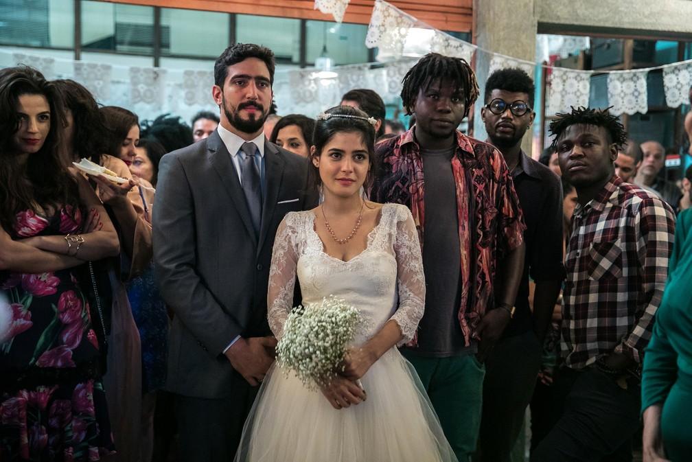 Casamento de Jamil (Renato Góes) e Laila (Julia Dalavia) em 'Órfãos da Terra' — Foto: Raquel Cunha/Globo