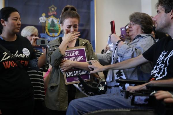 A atriz Alyssa Milano em seu depoimento sobre o abuso sexual do qual foi vítima quando tinha 19 anos (Foto: Getty Images)