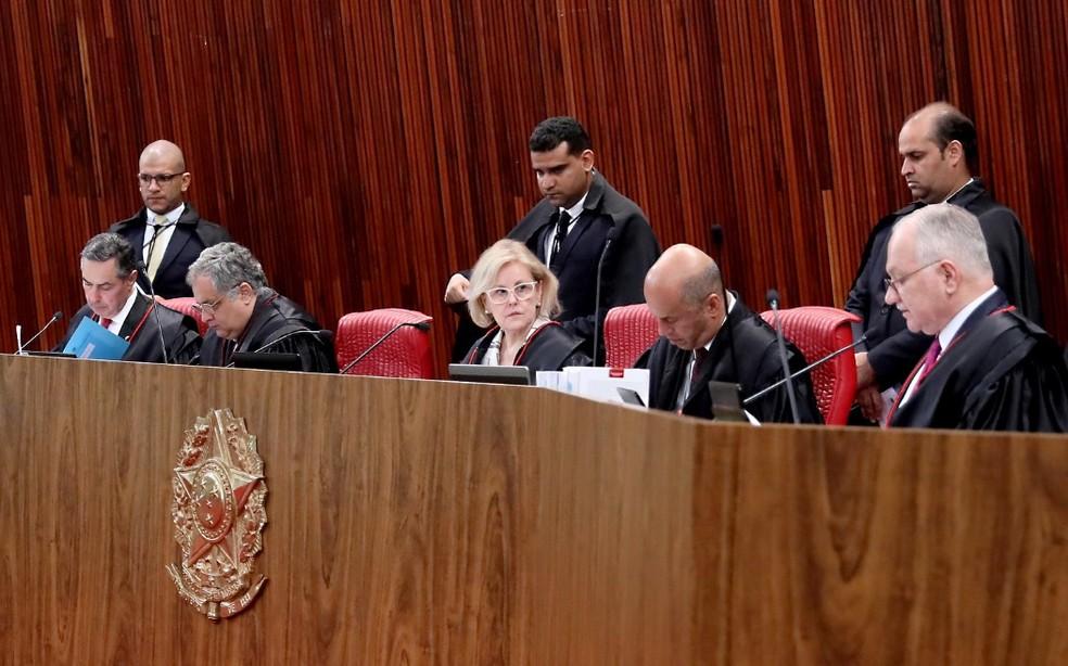 Ministros do TSE reunidos no plenário do tribunal durante a sessão desta terça-feira (17) — Foto: Abdias Pinheiro/ASCOM/TSE