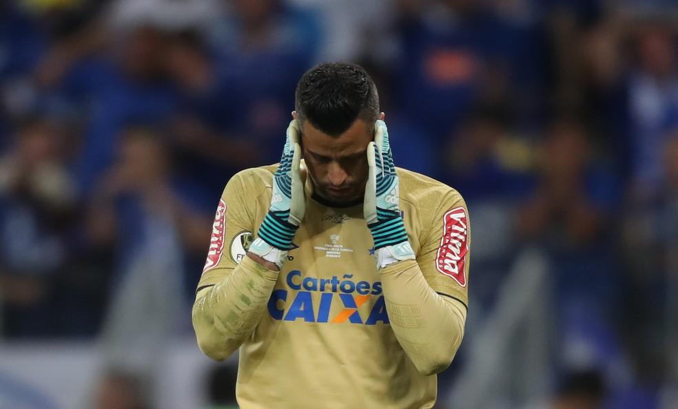 Fábio ainda não decidiu se volta ao Brasil ou se vai atuar pelo Cruzeiro diante do Racing (Foto: Lucas Figueiredo/CBF)