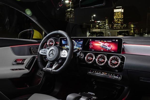 Mercedes-AMG CLA 35 4MATIC, Sonnengelb;Kraftstoffverbrauch kombiniert: 7,3-7,2 l/100 km; CO2-Emissionen kombiniert: 167-164 g/km*Mercedes-AMG CLA 35 4MATIC, sun yellow;Fuel consumption combined: 7.3-7.2 l/100 km; combined CO2 emissions: 167-164 g/km* (Foto: Daimler AG)