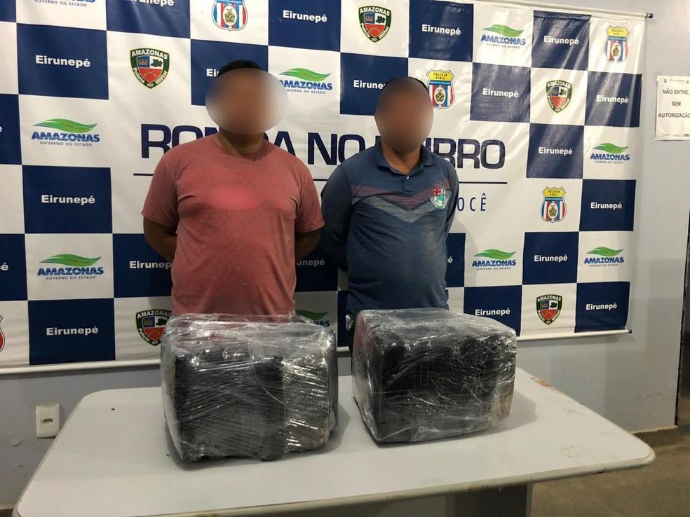 Suspeitos são presos com 25 quilos de drogas, no interior do AM — Foto: Divulgação/PM