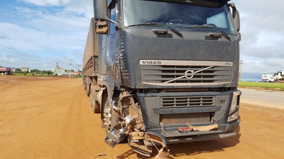 Motoristas saíram ilesos após colisão entre carretas, segundo a Rota do Oeste (Foto: Lucas Torres/Portal Sorriso)