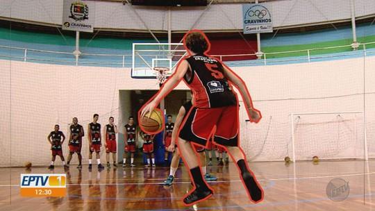 Especialista em revelar jogadores, Cravinhos monta time profissional pela primeira vez