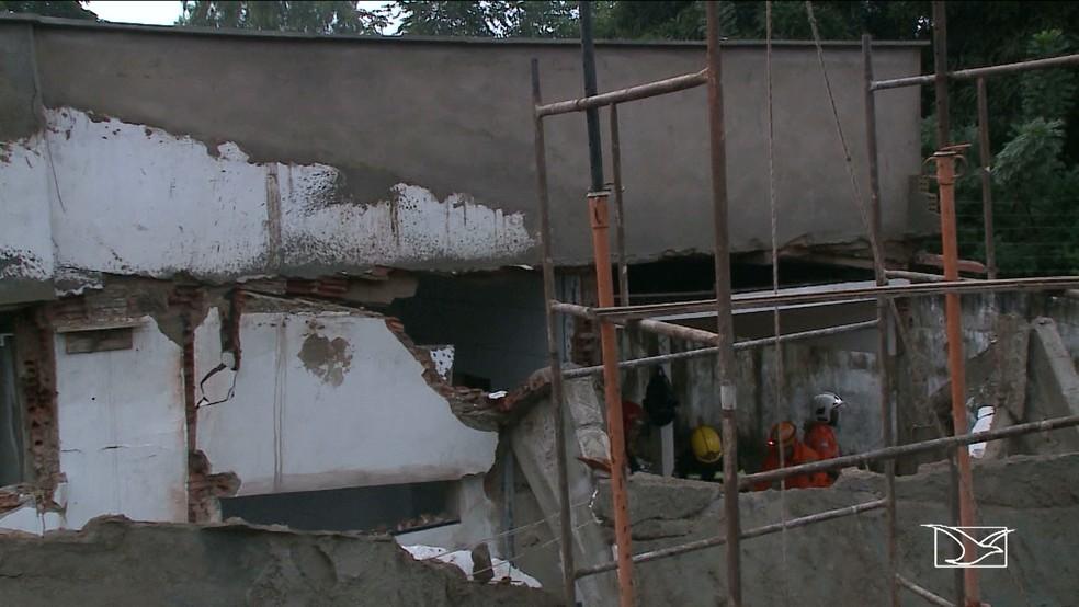Segundo o Corpo de Bombeiros, as fortes chuvas podem ter contribuído para o desabamento da laje (Foto: Reprodução/TV Mirante)