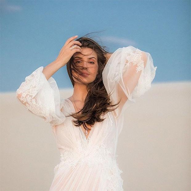 Camila Queiroz nas dunas de Jericoacoara (Foto: Reprodução/Instagram)
