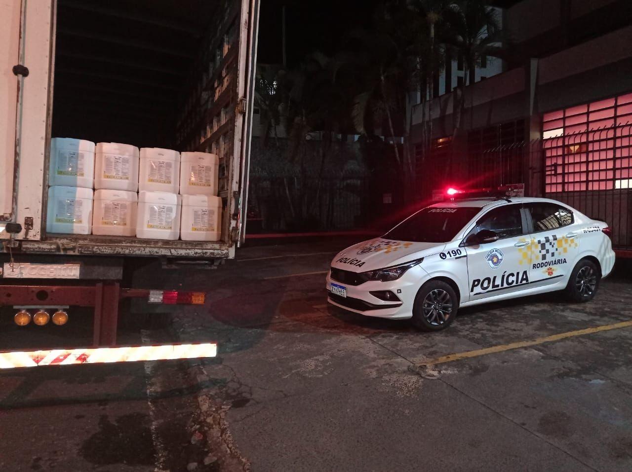 Motorista é detido com dez mil litros de agrotóxicos falsificados em Franca, SP