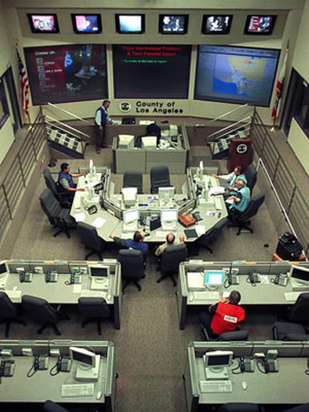 Central de operações contra o 'bug do milênio' em Los Angeles, nos EUA — Foto: Jim Ruymen/AFP/Arquivo