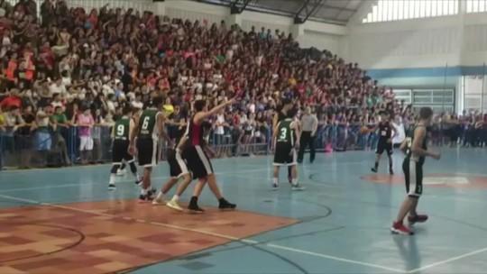 Final do basquete dos Jerns lota ginásio em Natal; veja vídeo