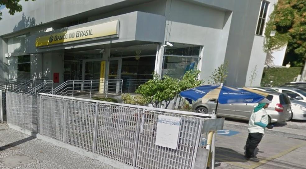 Agência do Banco do Brasil fica no bairro do Derby, na área central do Recife (Foto: Google Maps/Street View)