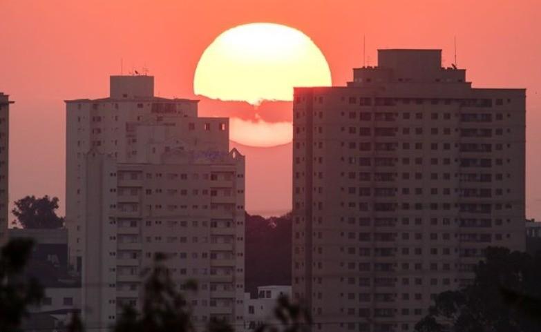 Paixão pelo céu leva fotógrafo a fazer registros quase que diários do pôr do sol em Araraquara - Notícias - Plantão Diário