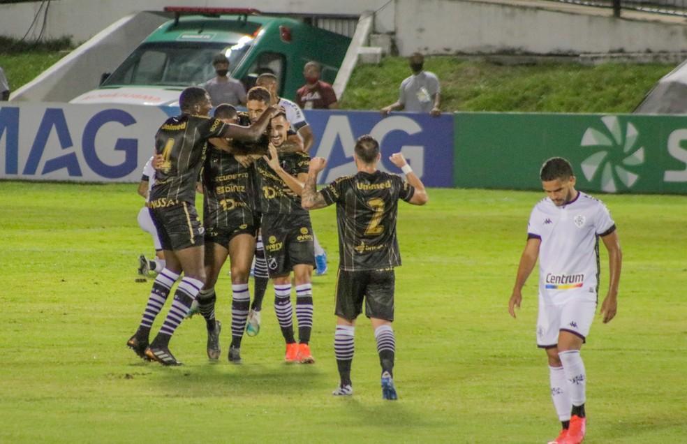 Botafogo foi superado pelo ABC na Copa do Brasil após perder dois pênaltis — Foto: Augusto Ratis/AGIF