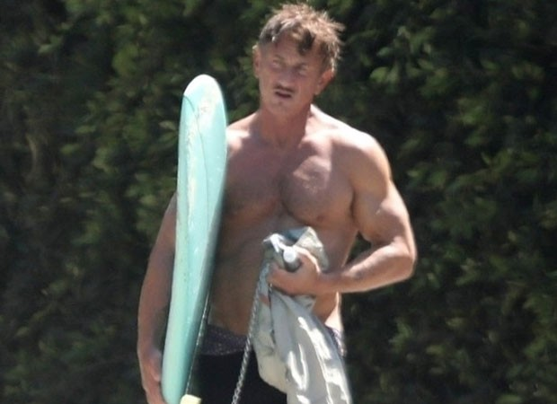 Sean Penn impressiona com boa forma (Foto: Backgrid USA)