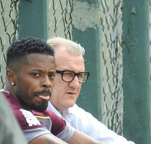 Michel Bastos conversa com Rene Weber, no São Paulo (Foto: Marcelo Hazan)