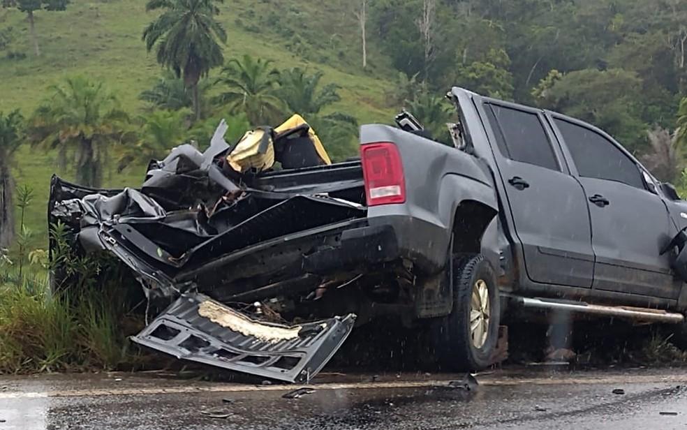 Batida entre caminhonete e carreta deixa mortos em rodovia no baixo-sul da Bahia  — Foto: Emerson Santiago / Arquivo Pessoal