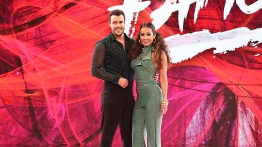 Joaquim Lopes se derrete por namorada nos bastidores do 'Dança' e revela que lançará um livro