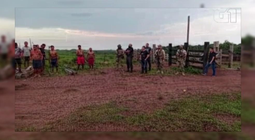 Agentes federais mediam conflito em terra indígena no Pará. — Foto: Reprodução / TV Liberal