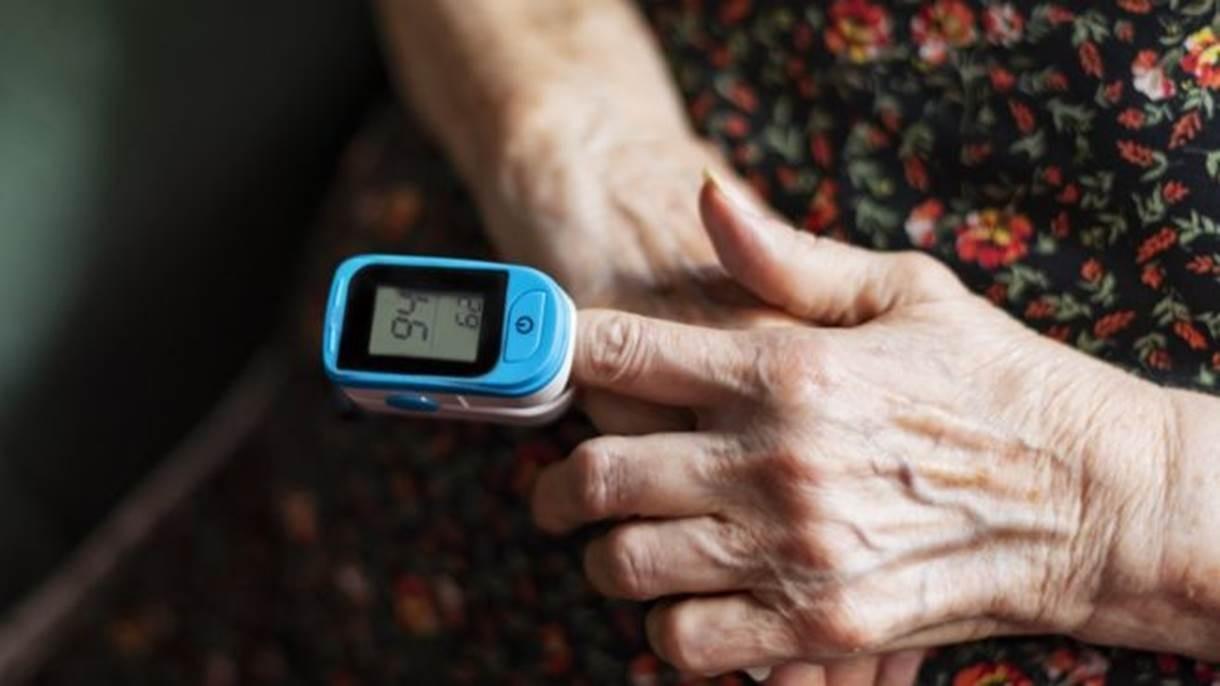 OMS sugere uso de oxímetro para pacientes com Covid que estejam em casa
