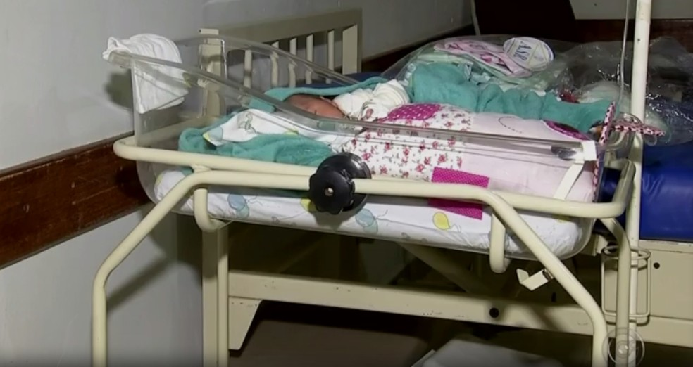 Bebê segue internada na Santa Casa da cidade (Foto: Reprodução/TV TEM)
