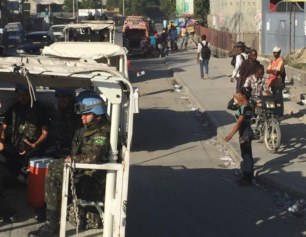 Última patrulha brasileira em Porto Príncipe (Foto: Tahiane Stochero/G1)