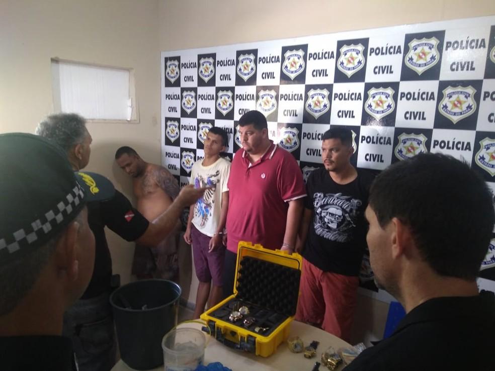 Homens foram presos na terça-feira (29) — Foto: Dominique Cavaleiro/G1