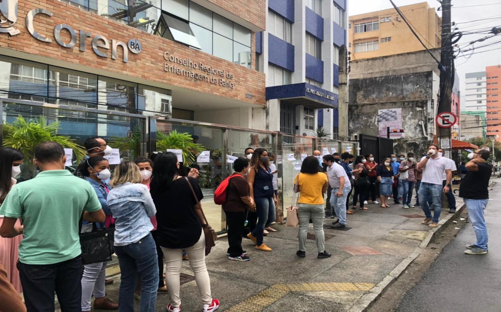 Servidores do Conselho de Enfermagem protestam em Salvador e pedem reajuste salarial e acesso a plano de saúde