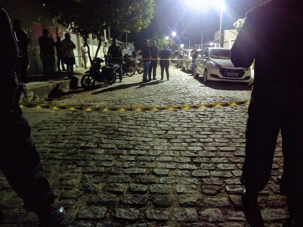 Agente penitenciário Paulo Roberto da Silva Rocha foi morto na rua onde morava, em Natal — Foto: Acson Freitas/Inter TV Cabugi