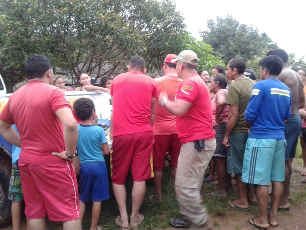Força-tarefa foi montada para que o menino de 11 anos fosse encontrado na comunidade Salgado — Foto: Bombeiros Civis de Oriximiná/Divulgação