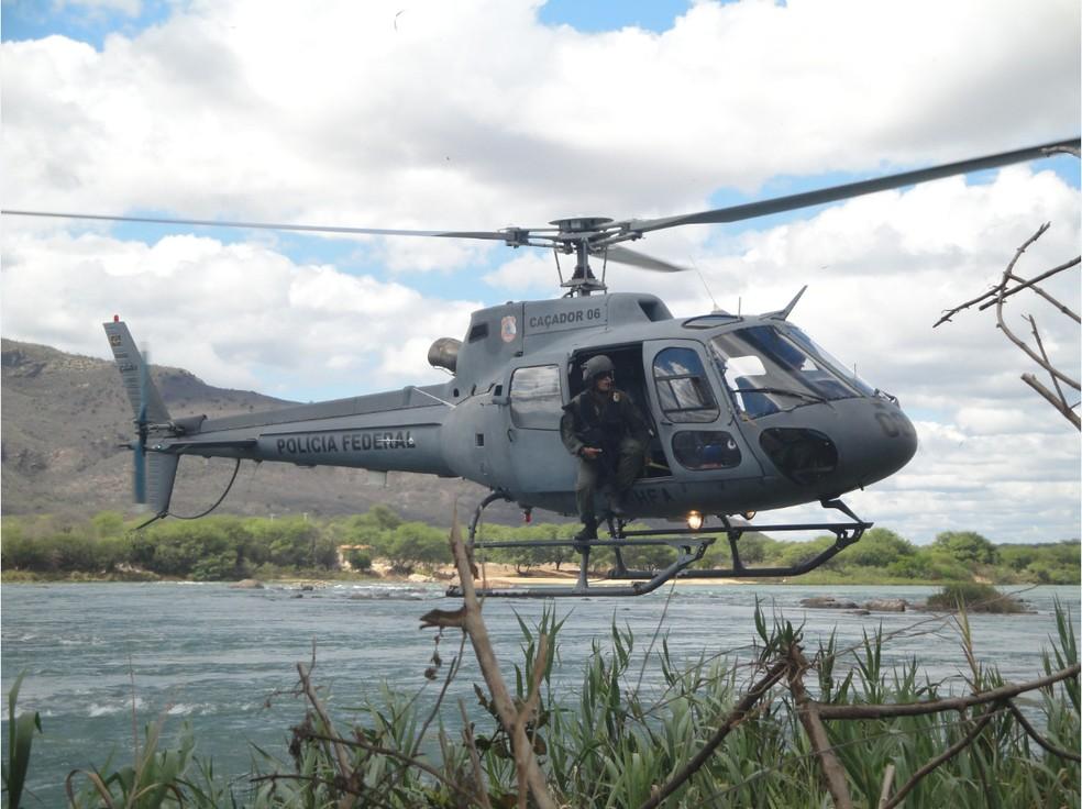 Os policiais contaram com três helicópteros e botes infláveis (Foto: Polícia Federal)