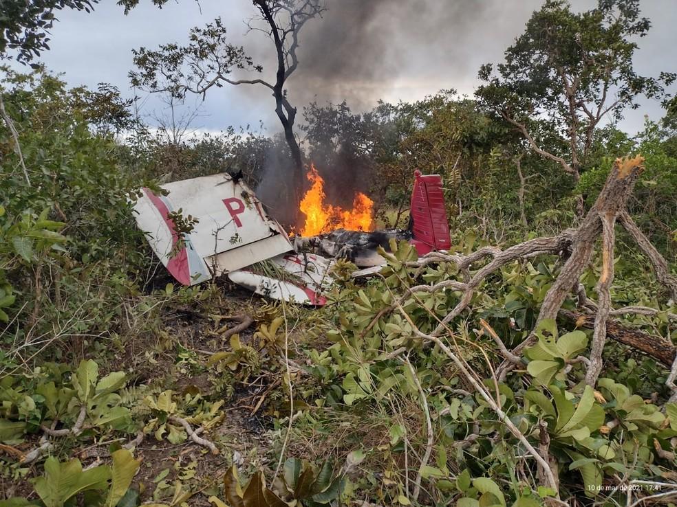 Duas pessoas morreram carbonizadas em queda de avião em Mato Grosso — Foto: Polícia Militar de Mato Grosso