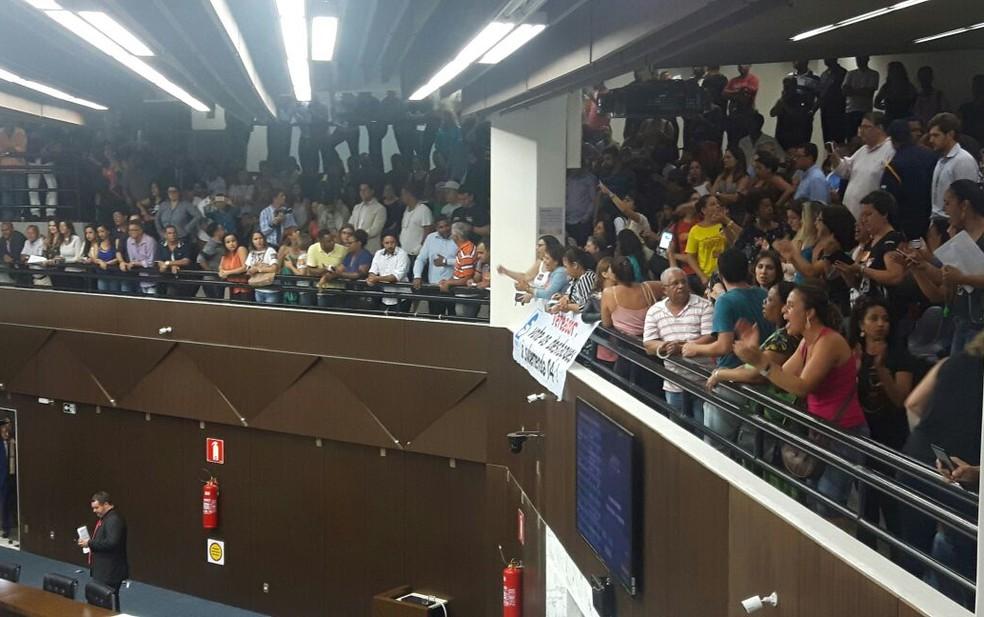 Servidores ocupam galaerias da Câmara Municipal de BH. (Foto: Sindibel/Divulgação)