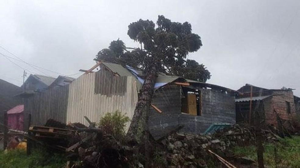 Moradores da região Sul contabilizam prejuízos após a passagem de um ciclone extratropical pela região. — Foto: São Joaquim Online/Fotos Públicas