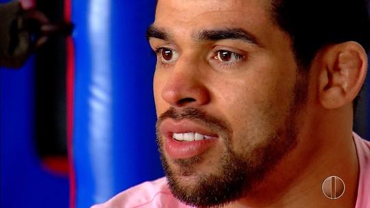 """Renan Barão mira volta por cima no UFC: """"É treinar bem e sair na mão como antes"""""""