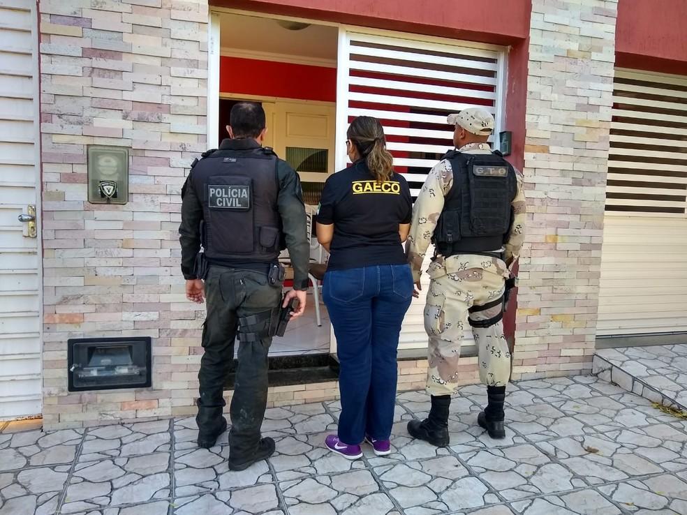 Policiais civil, militares e agentes do Gaeco participaram da operação — Foto: Polícia Civil/Divulgação