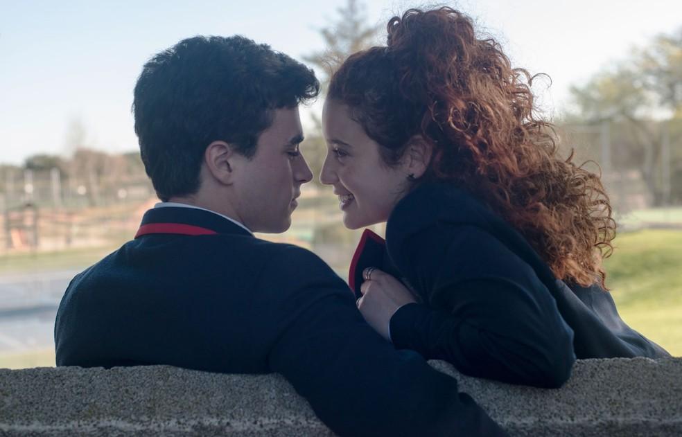 Itzan Escamilla como Samuel e María Pedraza como Marina na 1ª temporada de 'Elite', produção espanhola da Netflix — Foto: Manuel Fernandez-Valdes/Netflix