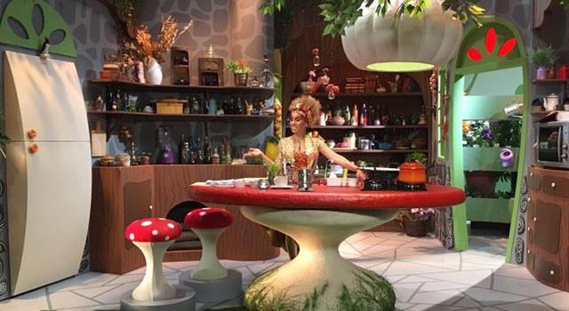 Iara Rennó encarna Iaiá na cozinha de novo programa infantil (Foto: Reprodução)