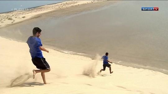 Campeões mundiais apostam corrida  e andam de camelo no deserto árabe