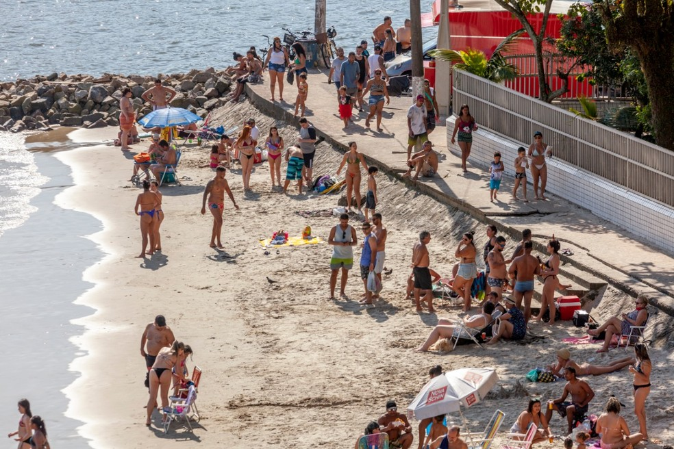 Banhistas desrespeitam normas em São Vicente, SP — Foto: Leandro Ordonez/ Arquivo Pessoal
