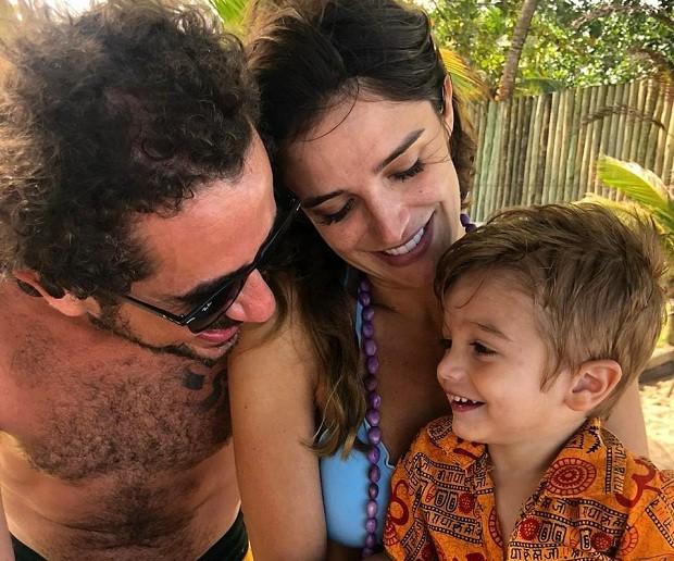 Rafa Brites, o marido Felipe Andreoli e o filho Rocco (Foto: Reprodução/Instagram)