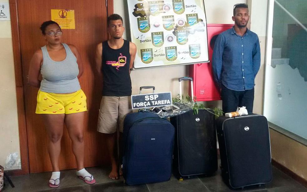Drogas estavam escondidas em malas (Foto: SSP-BA/ Divulgação)