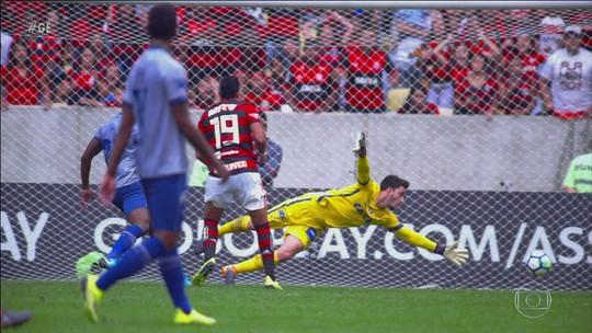 Em jogo difícil, Flamengo vence o Cruzeiro pelo Brasileirão