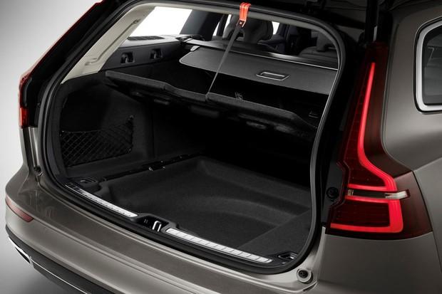 Porta-malas do V60 tem espaço para alçapão no fundo (Foto: Divulgação)