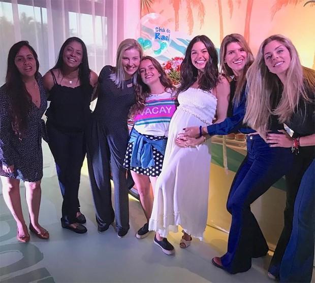 Isis Valverde com amigas (Foto: Reprodução/Instagram)