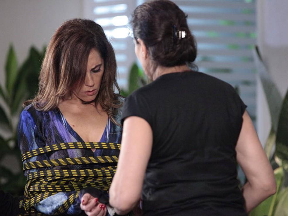 Griselda tem ataque de fúria e prende Tereza Cristina em 'Fina Estampa' — Foto: Globo