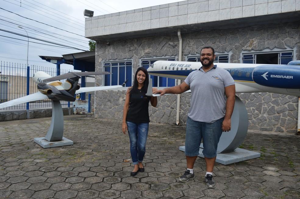 Irmãos mantém fábrica de réplicas de aviões em Jacareí (Foto: Camilla Motta/G1)