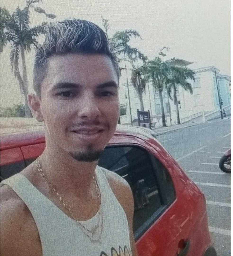 Familiares e amigos de Clenilton Araújo alegam que o rapaz não tem envolvimento em morte de adolescentes — Foto: Arquivo pessoal